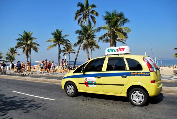 Aumente suas vendas com a Propaganda em Táxi, anuncie na Farol Midia Táxi