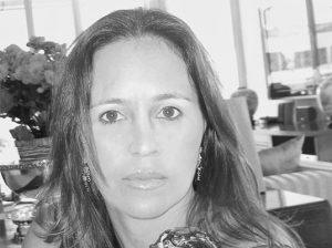 Angelita Tonenberg Executivo Comercial da Farol Mídia em Táxi