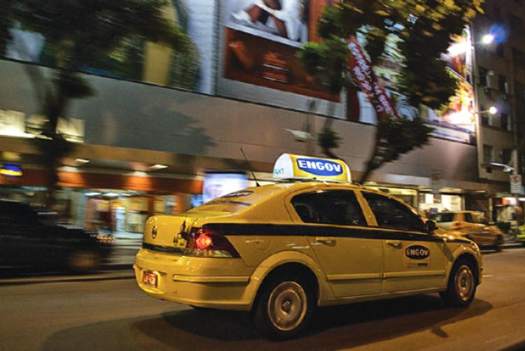 Aumente suas vendas com a Propaganda em Taxi, anuncie na Farol Midia Táxi