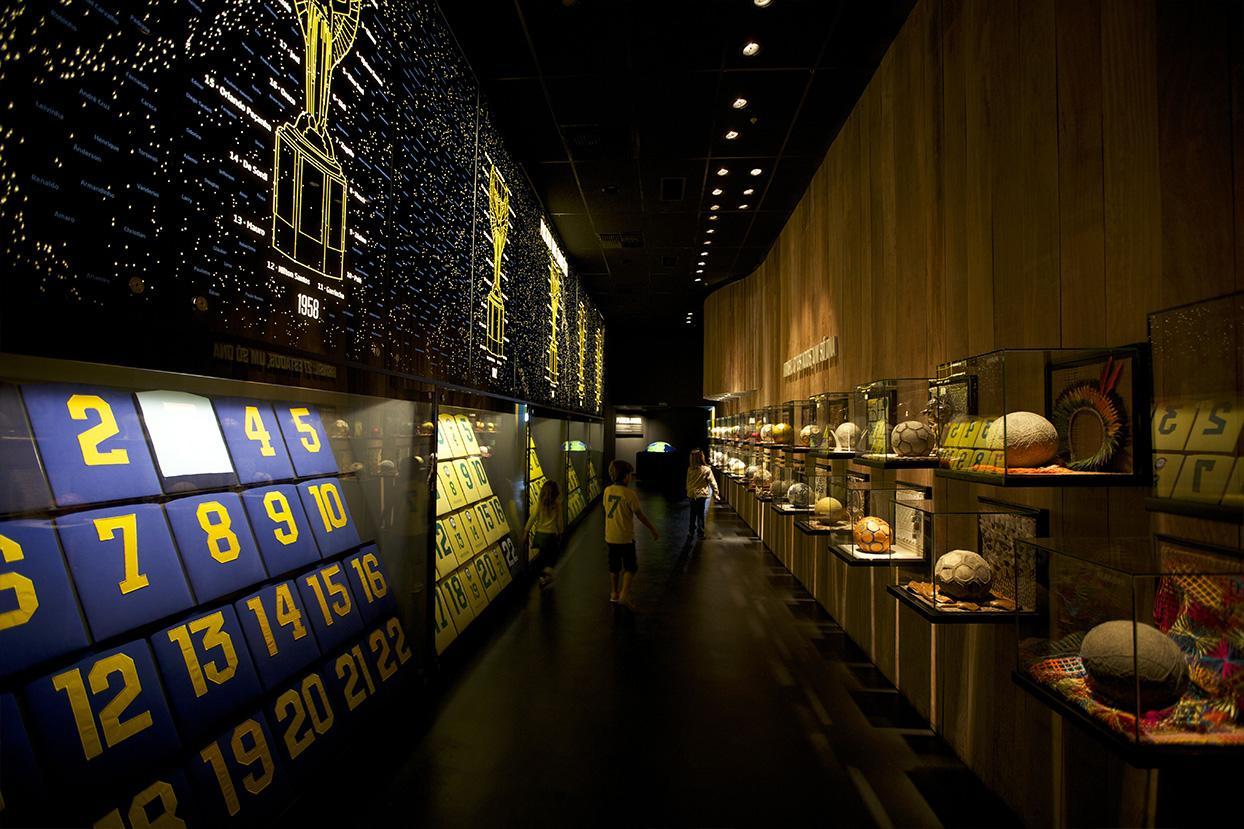 Museu da Seleção Brasileira nos Táxis da FAROL Mídia em Táxi