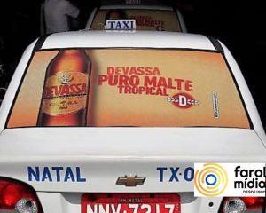 Cerveja Devassa nos taxidoor de Natal. Mídia em Táxi
